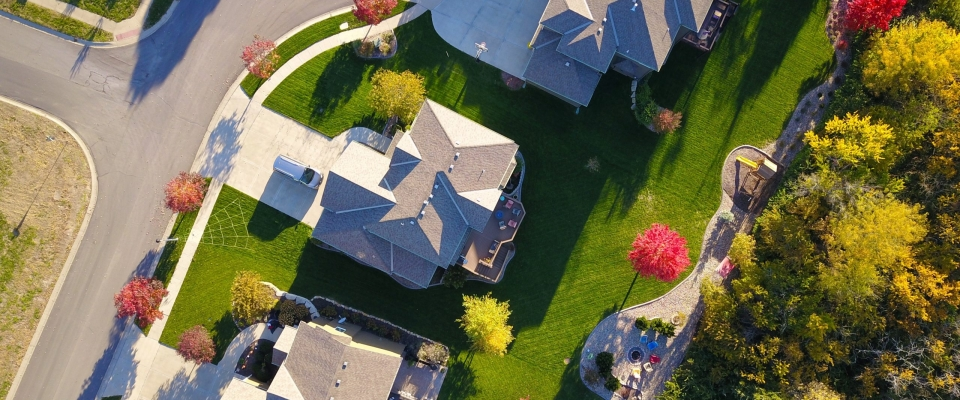 A picture of three houses from above